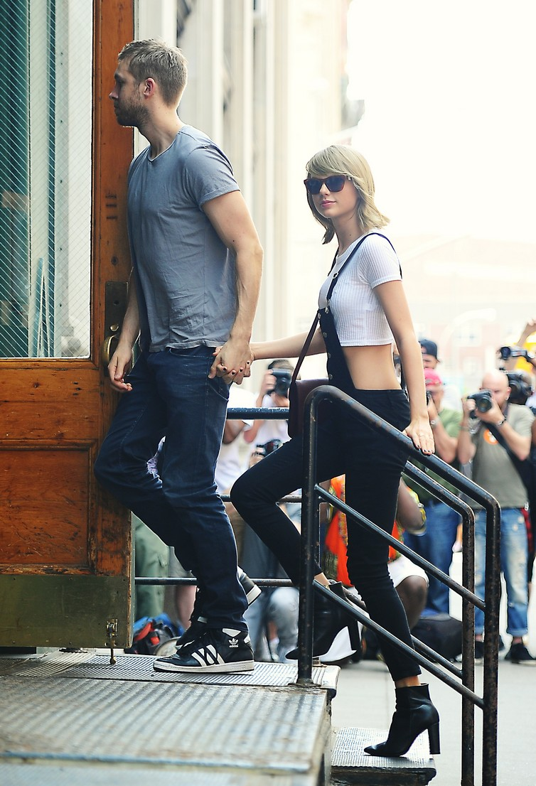 Taylor Swift and Calvin Harris arrive back to their apartment after having lunch at The Spotted Pig in Tribeca, NYC. Pictured: Taylor Swift and Calvin Harris Ref: SPL1038406  280515   Picture by: Sharpshooter Images/Splash News Splash News and Pictures Los Angeles:	310-821-2666 New York:	212-619-2666 London:	870-934-2666 photodesk@splashnews.com