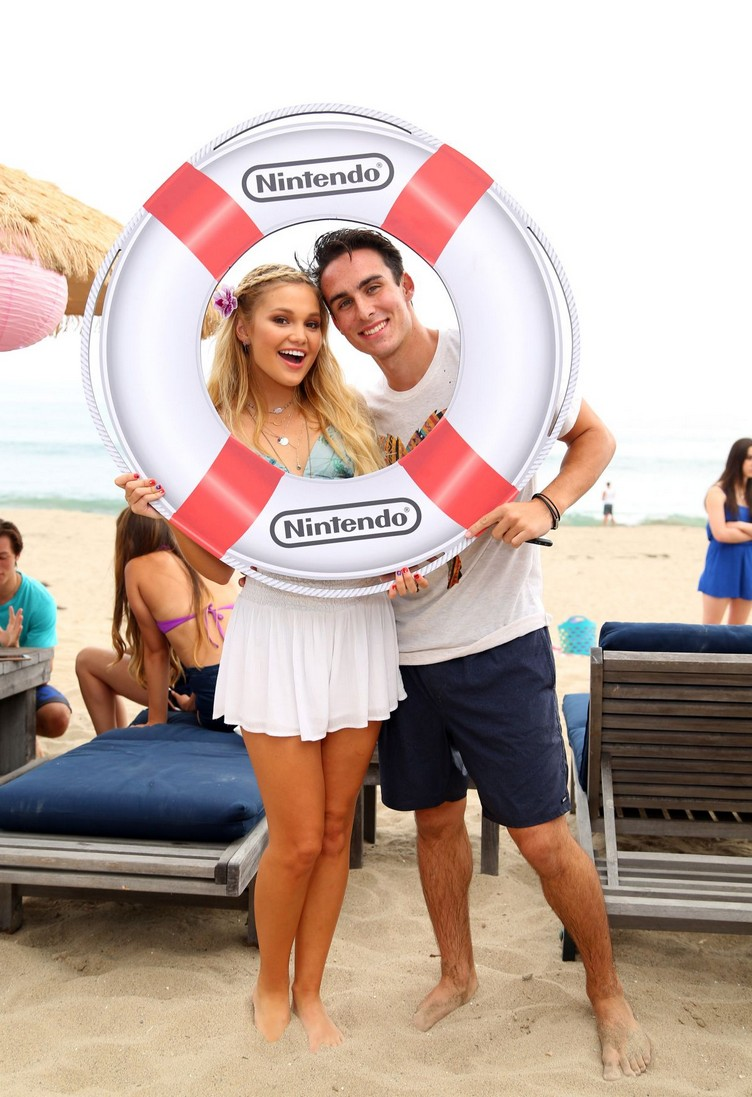 olivia-holt-at-18th-birthday-party-hosted-by-nintendo-in-malibu-08-17-2015_10