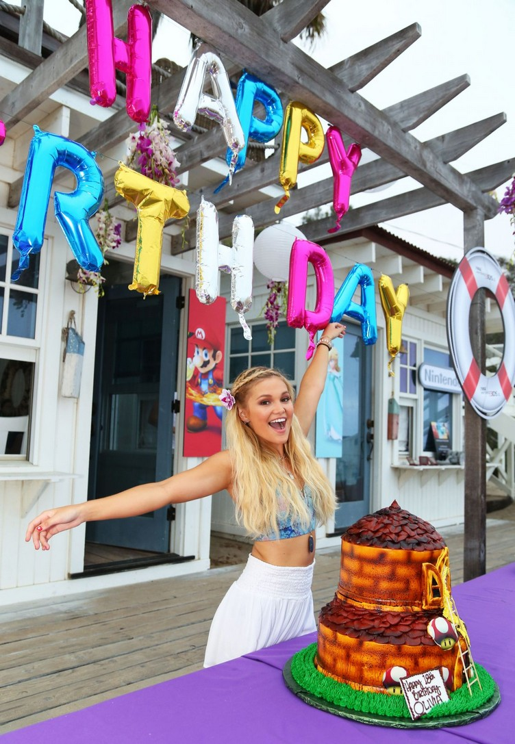 olivia-holt-at-18th-birthday-party-hosted-by-nintendo-in-malibu-08-17-2015_25