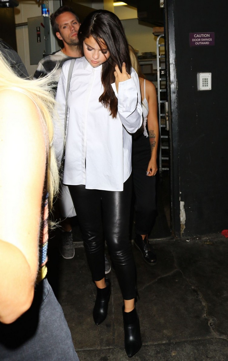 selena-gomez-night-out-in-west-hollywood-08-13-2015_15
