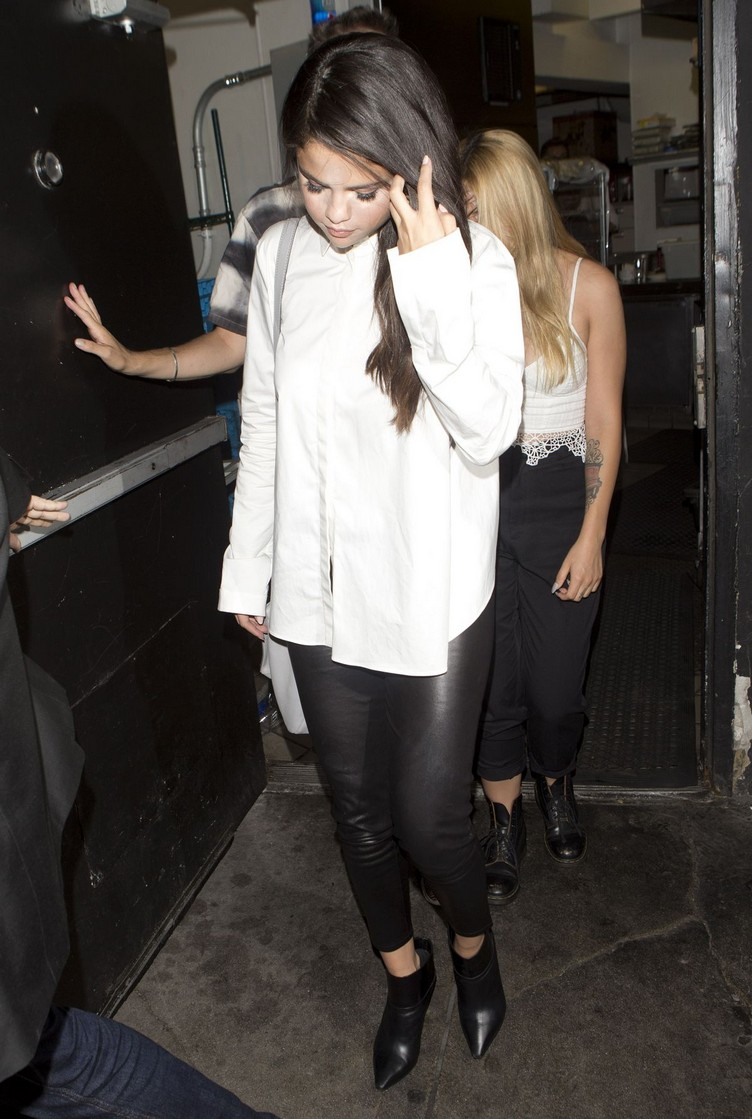 selena-gomez-night-out-in-west-hollywood-08-13-2015_9