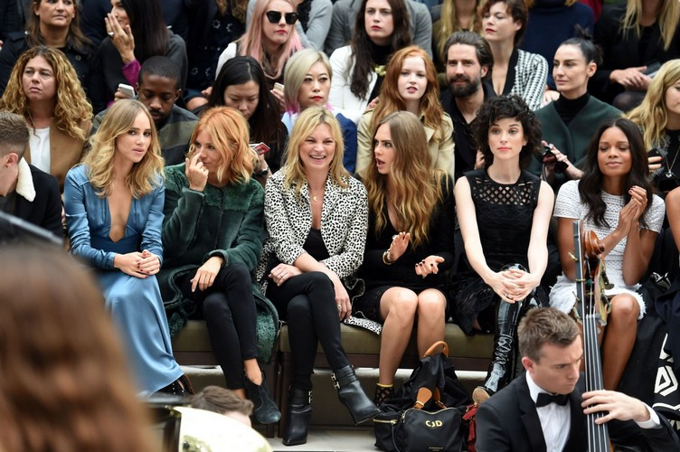 Cara-Delevingne-at-Burberry-Womenswear-LFW-12