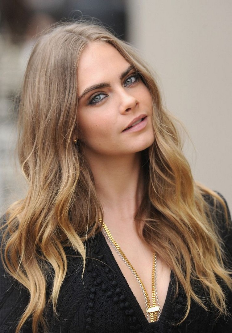 Cara-Delevingne-at-Burberry-Womenswear-LFW-7