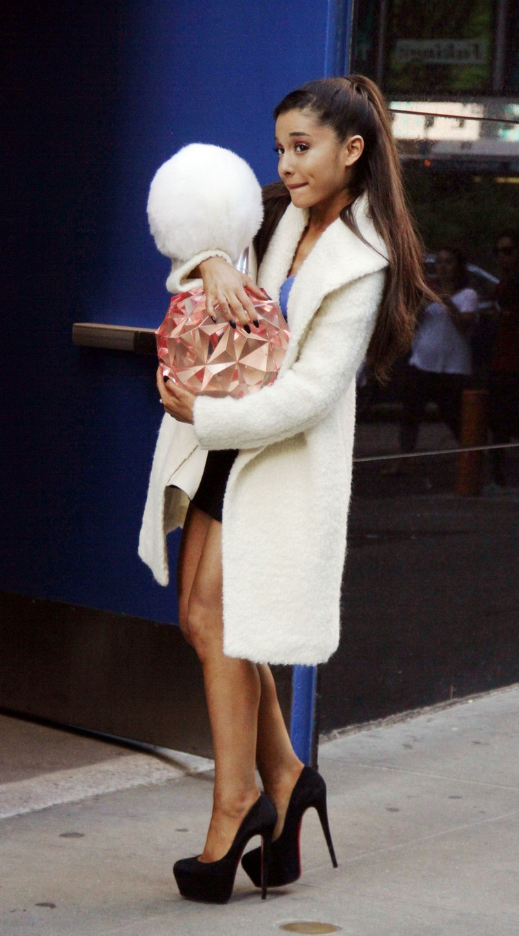 ariana-grande-leaves-good-morning-america-studio-in-new-york-09-15-2015_6