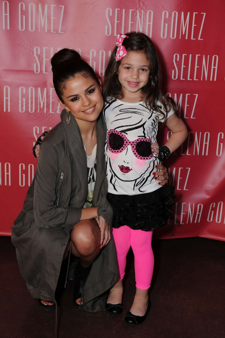 selena-gomez-stars-dance-listening-party-1264654776