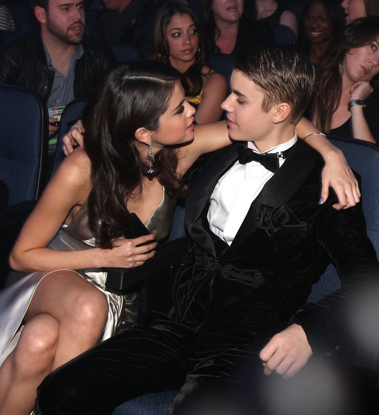 Selena-Gomez-chatted-Justin-Bieber-audience