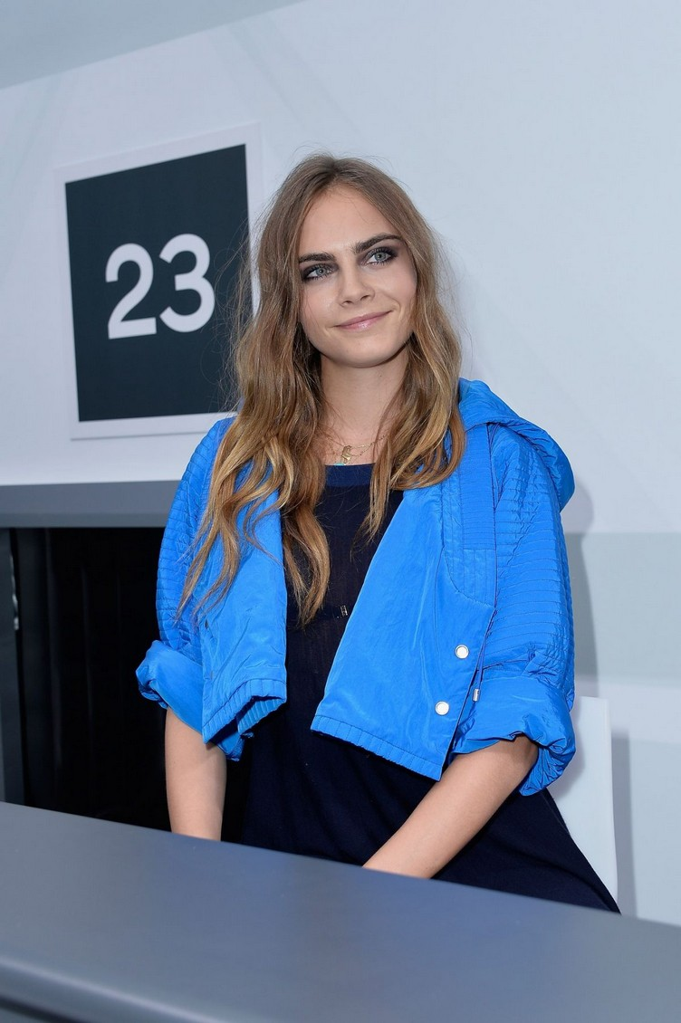 cara-delevingne-attends-the-chanel-show-during-paris-fashion-week-womenswear-s-s-2016-in-paris_2