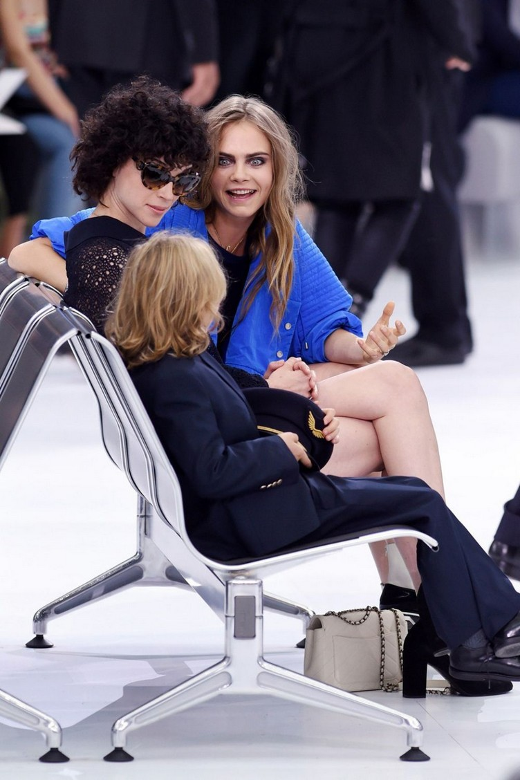 cara-delevingne-attends-the-chanel-show-during-paris-fashion-week-womenswear-s-s-2016-in-paris_8