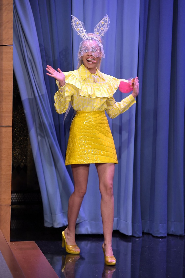 miley-cyrus-at-tonight-show-starring-jimmy-fallon-in-new-york-10-01-2015_1