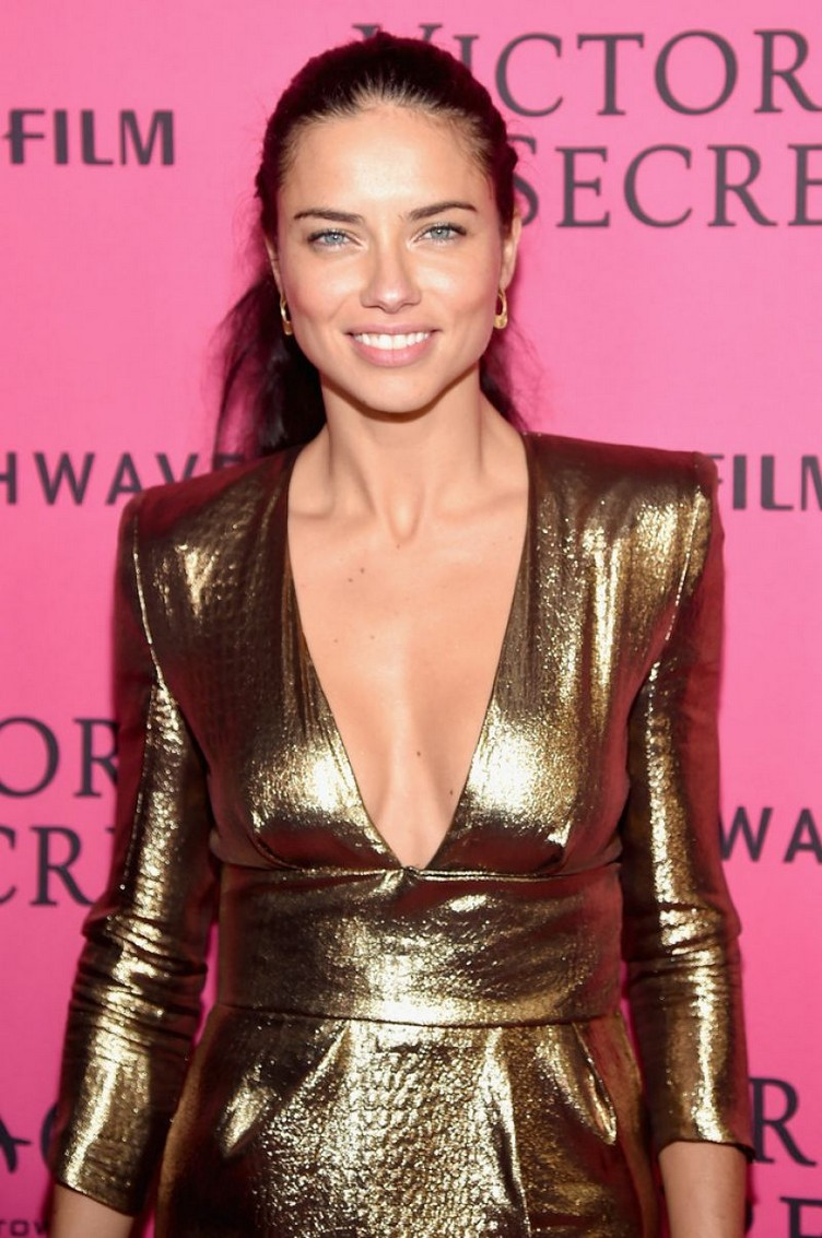 adriana-lima-at-victoria-s-secret-2015-fashion-show-after-party-11-10-2015_3