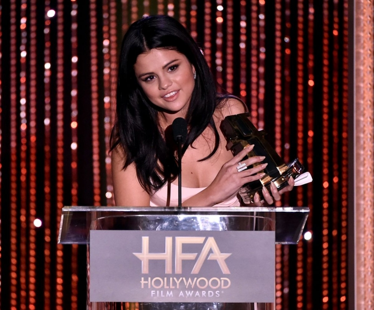 selena-gomez-at-2015-hollywood-film-awards-in-beverly-hills-11-01-2015_2