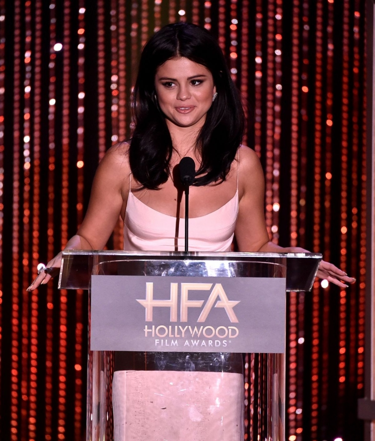 selena-gomez-at-2015-hollywood-film-awards-in-beverly-hills-11-01-2015_4