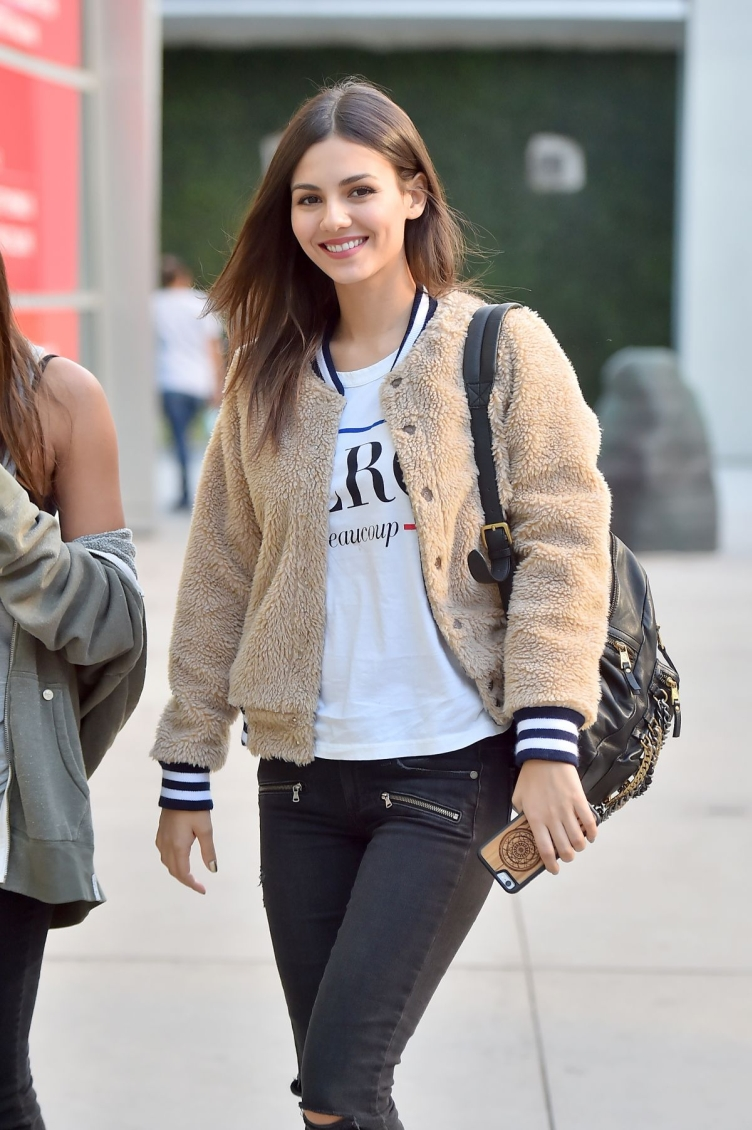 victoria-justice-heading-to-the-arclight-11-27-2015_14