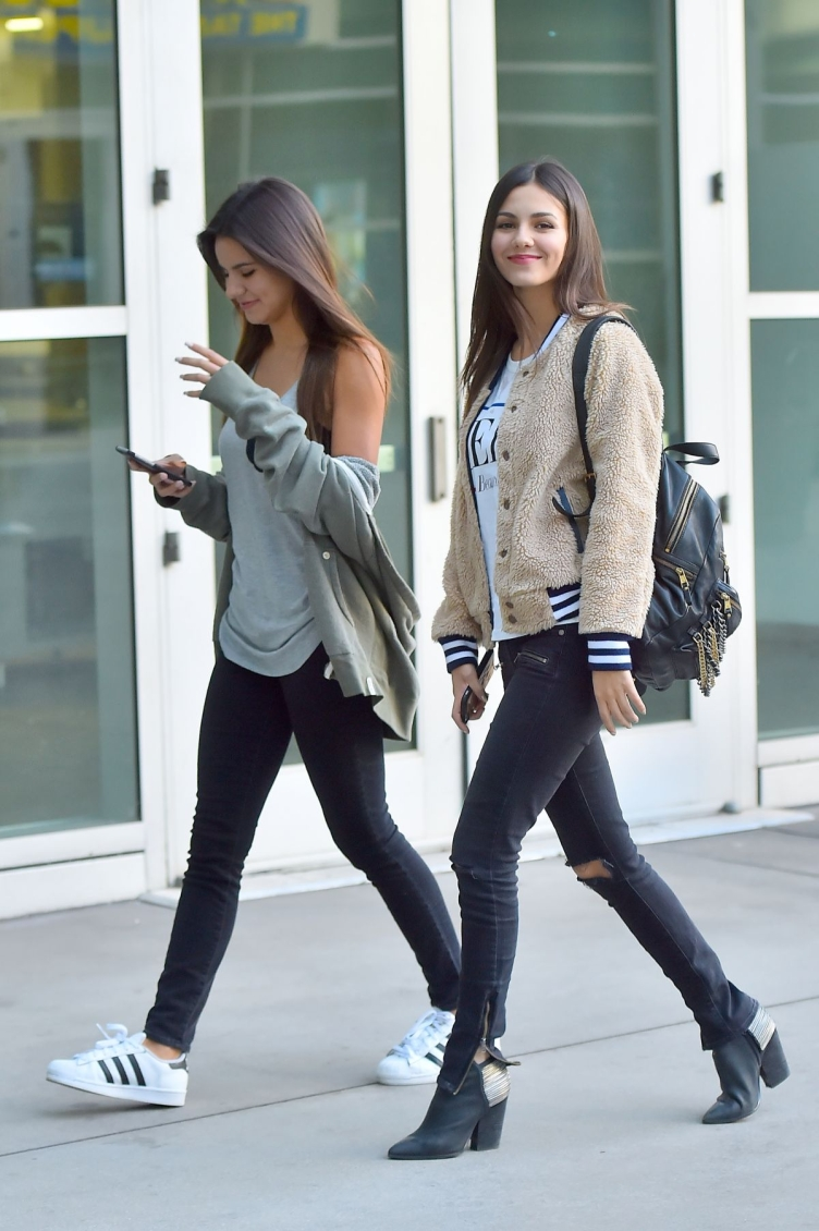 victoria-justice-heading-to-the-arclight-11-27-2015_19