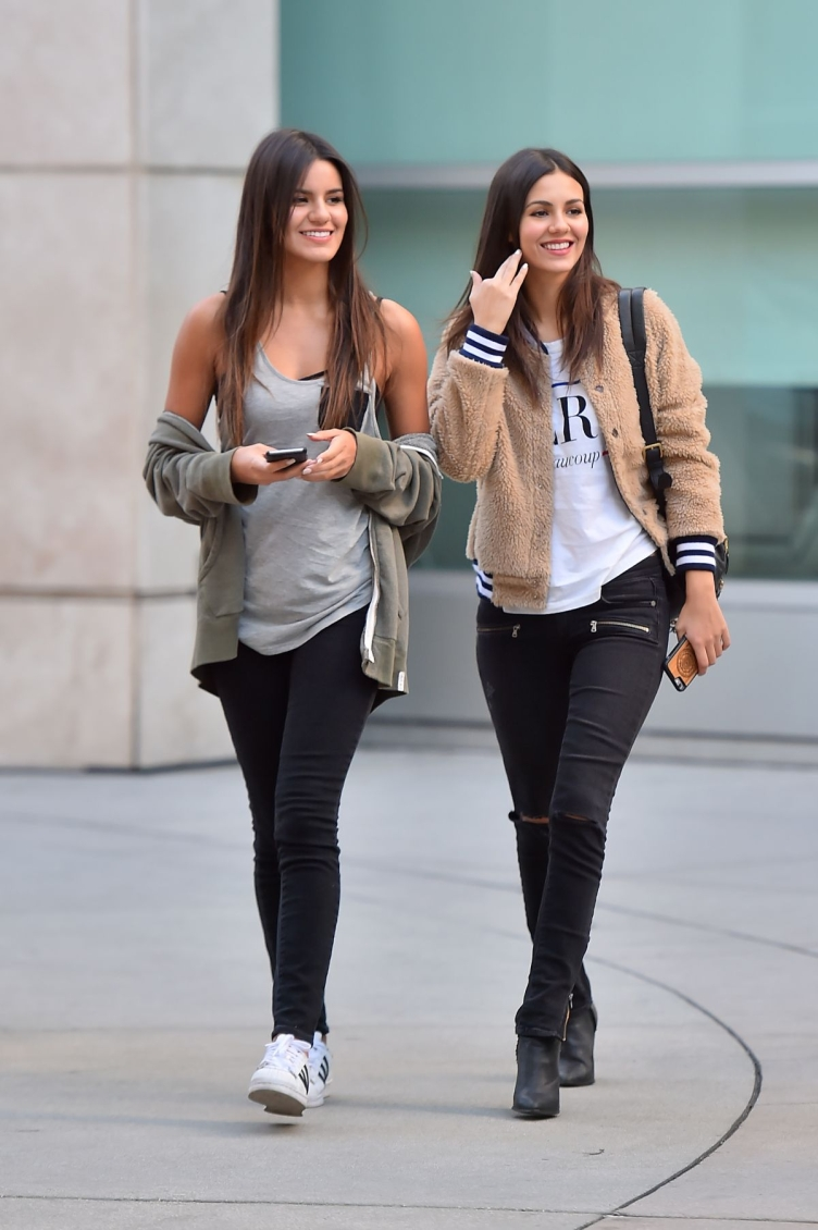 victoria-justice-heading-to-the-arclight-11-27-2015_4