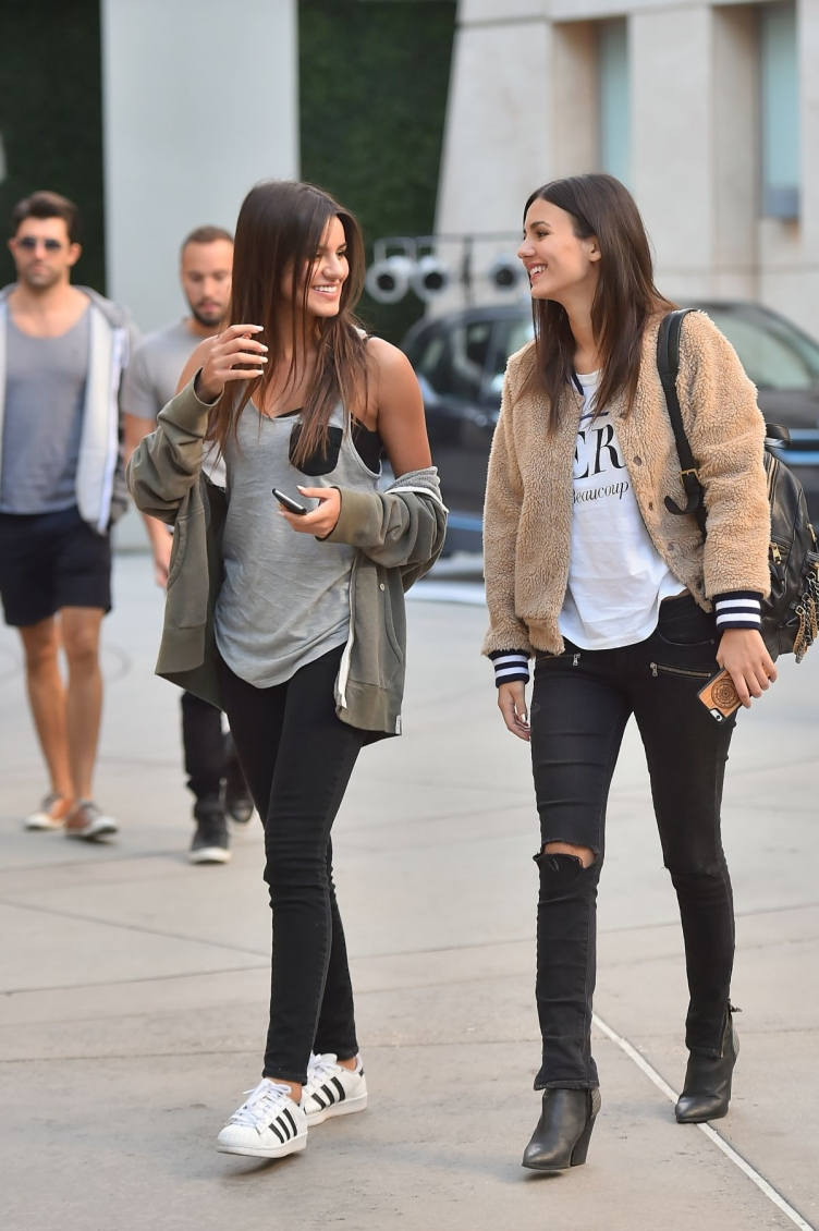 victoria-justice-heading-to-the-arclight-11-27-2015_7