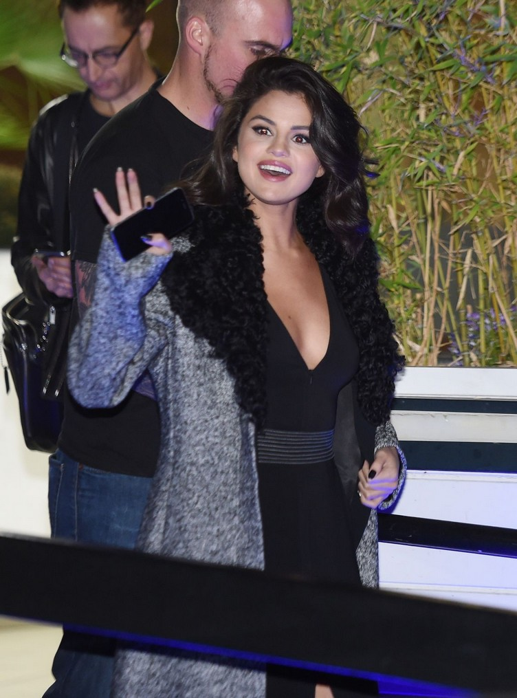 selena-gomez-leaves-itv-studios-in-london-09-23-2015_1