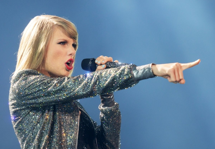 taylor-swift-performs-onstage-at-the-1989-world-tour-at-the-centurylink-center-in-bossier-city-louisiana_9