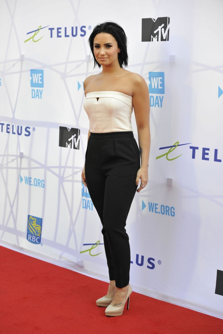 demi-lovato-at-we-day-toronto-at-the-air-canada-centre-10-201-2015_3