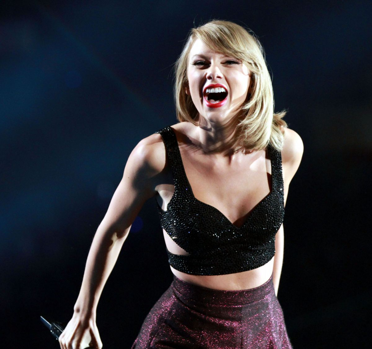 taylor-swift-and-tove-lo-performs-at-the-1989-world-tour-in-atlanta-10-24-205_5