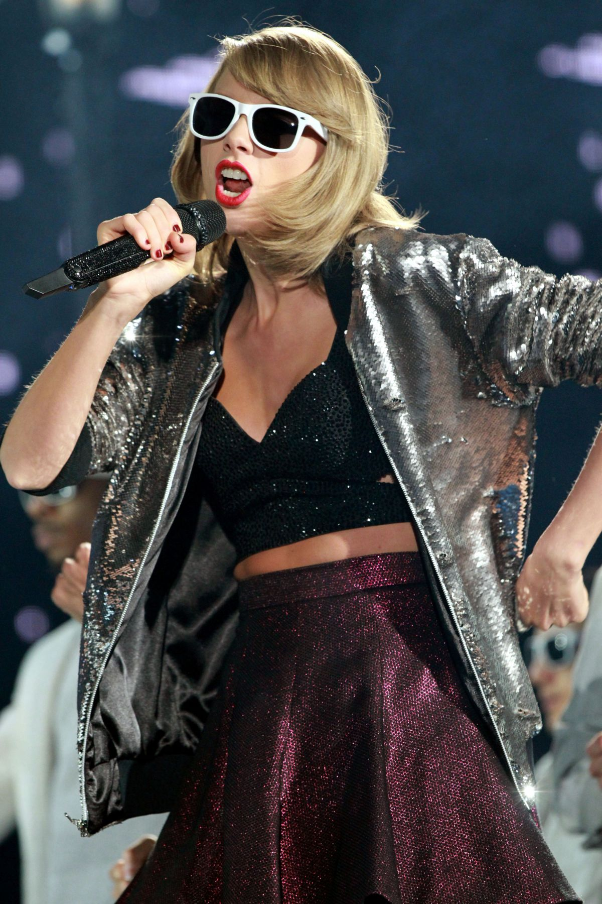 taylor-swift-and-tove-lo-performs-at-the-1989-world-tour-in-atlanta-10-24-205_9