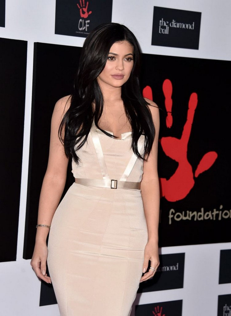 kylie-jenner-at-2nd-annual-diamond-ball-in-santa-monica-12-10-2015_1