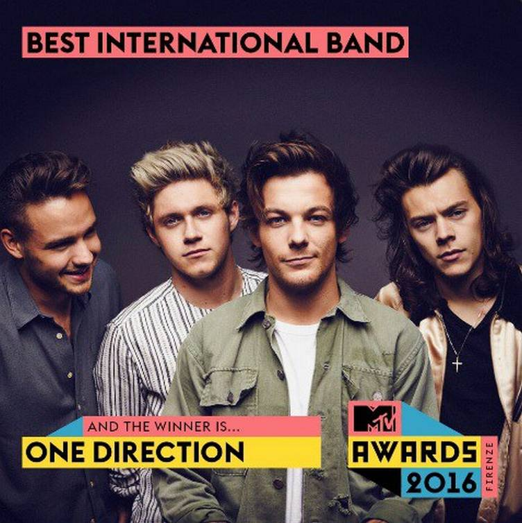 one-direction-take-home-two-italian-mtv-awards-01